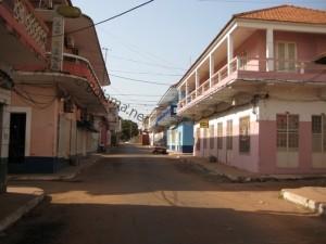 """Blick auf eine Straße in Bissau """"Velho"""" (2010)"""